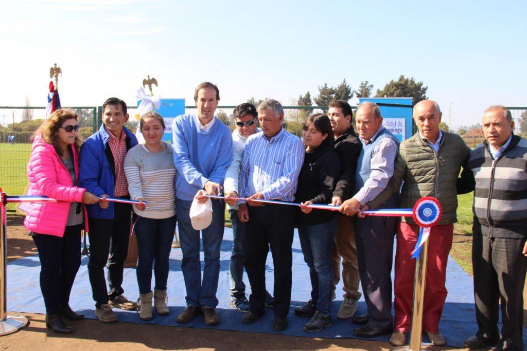 Autoridades y club deportivo inauguran mejoras en cancha Alianza